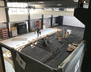 Sportforum: Arena mit Fussboden und Tanzsäle vor Vollendung