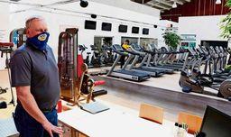 Rolf Budelmann im menschenleeren Freizeit-Sportclub Activity